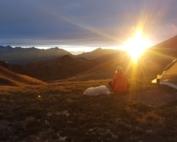 Ondergaande zon in de bergen